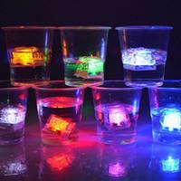 eiswürfel führte mehrfarbig großhandel-Multi Farbe LED Blitzlicht Wasser LED Eiswürfel Licht Neuheit Sicher Kristall Hochzeit Bar Party Licht