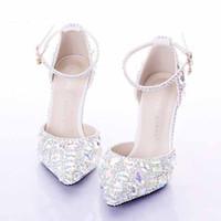 sapatos de dama de honra strass venda por atacado-Sapatos de Casamento de Prata de Strass Médio Sapatos de Sapatos Femininos Mulheres Sapatos de Baile de Festa de Dia dos Namorados Bombas de Cristal Sapatos de Dama de Honra