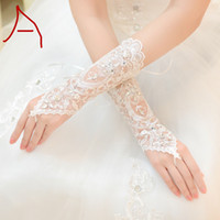 Wholesale bridal lace for sale - 2018 Hot Sale Short Lace Bride Bridal Gloves Wedding Gloves Crystals Wedding Accessories Fingerless Lace Gloves for Brides