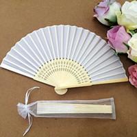 weißer seidenorganza großhandel-Weißer eleganter faltender silk Handfächer mit Organza-Geschenkbeutel Hochzeitsfest bevorzugt Geschenk Epacket