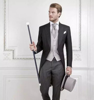 rayas negras novio trajes de etiqueta al por mayor-Cool Black Groom Tuxedos Men Wedding Tailcoat Novio raya hombres de negocios Suit Best Men Suit Swallow-tailed Coat (Jacket + Pants + vest)