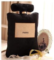 coussin design noir blanc achat en gros de-2018 Classic marque motif coussin 50x30cm parfum bouteille forme coussin noir blanc oreiller design de mode de luxe logo oreiller