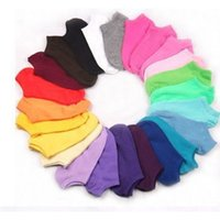 lindos pantalones cortos de color caramelo al por mayor-Calcetines de las mujeres 10pair Short Candy Color Dot Calcetines lindos del arte Femenino fino Mezcla de algodón del tobillo Calcetines Low Cut Sock Chaussettes Femmes
