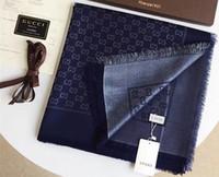 diseñadores de textiles al por mayor-Nuevo diseñador superior de oro y plata hilo lana textil marca bufanda otoño invierno mujeres triángulo chal entrega gratuita