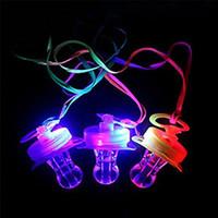luzes pendentes macias venda por atacado-2018 novo LED Chupeta Apito LED Piscando Chupeta Colar de Pingente de Luz Suave Brinquedo Brilhante Estilo RGB 4 Cores Embalagem Blister