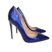 bombas de color azul damas al por mayor-Tacones altos de azul Estilo italiano Mujeres Punta estrecha Tacones altos Brillante Charol Stilettos Damas Color sólido Bombea los zapatos Azul marino