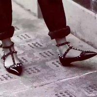 sapatas sexy das meninas quentes venda por atacado-VENDA QUENTE sapatos de salto alto sapatos de festa de moda rebites meninas sexy apontou toe sapatos fivela plataforma bombas de sapatos de casamento, couro genuíno