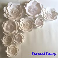 handgelenk blume braut weiß großhandel-9PCS Set Weiße Riesen Papier Blumen für Hochzeit Kulissen Bridal Shower Baby Shower Party Decor Blume Herzstück Handgelenk Corsage