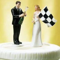 bonecas do casamento do noivo da noiva venda por atacado-2018 Noiva Noivo F1 Victory Champagne Beer Celebração Bolo De Casamento Topper Resina Figura Boneca Bolo Personalizado Toppers