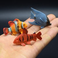 ingrosso pesci ornamentali-Miniature Giocattoli Pesci marini tropicali Modellazione plastica Molti stili Divertenti Ornamentali Modello di pesce Regalo di buona qualità 0 5gy W