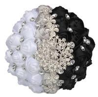 siyah beyaz ipek çiçekler toptan satış-Seksi Siyah Ve Beyaz Düğün Buket Gelin Için 2018 Ucuz Tasarımcı Kristaller Ile Rhinestone Boncuklu Ipek Çiçekler Ücretsiz Kargo