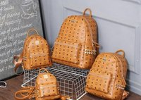 kore erkekleri için omuz çantaları toptan satış-2017 yeni moda Kore versiyonu M punk çivili omuz çantası erkekler ve kadınlar öğrenci çantası seyahat sırt çantası