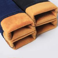 homens jeans espessamento venda por atacado-2017 inverno além de veludo jeans skinny homens roupa interior térmica de veludo De Ouro Engrosse sólido magro jeans quentes denim casual Calças Lápis