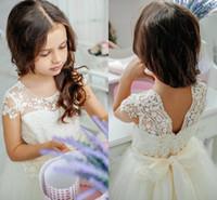 doğum günü kız kapağı toptan satış-Sevimli Prenses Çiçek Kız Elbise Dantel Tül Kat Uzunluk Cap Kollu Doğum Günü Partisi Elbiseler İlk Communion elbise Ile Kurdele Kanat