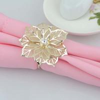 ingrosso fiori di rosa di metallo-Anelli portatovaglioli in lega con scava fuori porta fiore in metallo portatovaglioli per banchetto nuziale