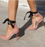 dantel kravat ilmi pembe ayakkabılar toptan satış-2018 Pembe Deri Kadife Sivri burun Pompalar Tasarımcısı Ayakkabı Kadınlar Lüks Düğün Parti Gelin Ayakkabıları Lace Up Papyon Balerin Yüksek Topuklu