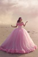 ingrosso vestiti da partito caldi del bambino di colore rosa-2018 Baby Pink Ball Gown Quinceanera Abiti al largo della spalla Corsetto Hot Sell Sweet 16 Prom Dresses con Ruffles Party Dress