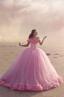 off ombro bebê vestidos de festa venda por atacado-2018 Baby Pink vestido de baile Quinceanera vestidos fora do ombro espartilho Venda quente doce 16 vestidos de baile com babados vestido de festa