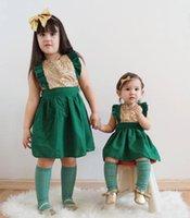 kinder kleider rüschen ausschnitt großhandel-Schöne Baby Mädchen Kinder Kleine Kinder Rüschen Pailletten Spielanzug Kleid Plissee Platz Ausschnitt Party Mini Ärmellose Outfit Kleidung
