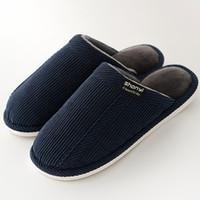 Zapatillas de hombre de invierno antideslizantes cálidos de felpa zapatillas  de casa suaves 2018 calientes zapatos masculinos cómodos resistentes al ... f60e7c1a3b97