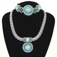 conjuntos de pulsera de piedra azul al por mayor-Conjunto de joyas vintage de piedra azul Conjunto de collar y pulsera de cuentas de mujer Conjunto de collar de gargantilla de plata ancha Bisutería nkeh89
