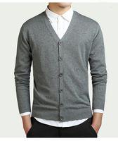 suéter de poliéster de algodón al por mayor-Nuevo suéter de algodón Hombres Cardigan de manga larga Suéteres con cuello en V para hombre Botón sólido suelto Ajuste de punto Estilo casual Ropa de calidad de poliéster