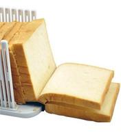 ingrosso affettatrice della torta di plastica-Dispositivo di affettare del pane pieghevole di plastica della taglierina della torta per la delaminazione del pane tostato Cottura bianca facile da trasportare attrezzo della cucina Nuovo arrivo 4 5 V V