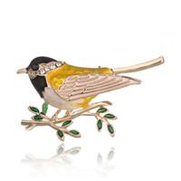 ingrosso imitazione di gioielli animali-Colorful Bird imitazione perle spilla Animal spille per la cerimonia nuziale Decorazione delle donne Wild Animal Fashion Distintivi di gioielli in oro