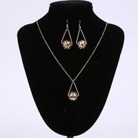 ingrosso collana di goccia della sfera dell'oro-Set di gioielli da sposa colore oro con goccia a forma di goccia ciondola l'orecchino e la collana per la festa delle donne