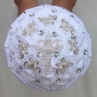ingrosso bouquet di rose di nastro di raso-17cm bouquet da sposa bouquet bianco rose satinate bouquet artificiale corona d'argento strass farfalla nastro damigelle damigelle tenendo fiori