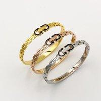 zubehör armbänder großhandel-Neue koreanische Version des Armbandes schwarz Doppel D Armband weibliche Modelle Mode-Accessoires Titan Stahl Frühling offenes Armband