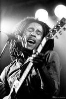 posters guitarras al por mayor-Bob Marley Black White Play Guitar Art Posters Print PhotoPaper 16 24 36 47 pulgadas