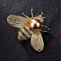 ingrosso spilla d'ago-Moda nuovo cristallo ape spilla accessori femminili hot perla d'acqua dolce calabrone ape ago spilla collare eccellente Personalizzazione del supporto