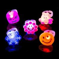 ingrosso giocattoli morbidi della gelatina-tutto il giocattolo casuale dei bambini di venditaColor ha condotto l'anello della luce lampeggiante del LED che lampeggerà gli anelli di barretta delicati di Rave Glow della parte di Glow