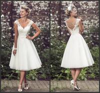 9de7c35d58 Vestidos de novia de encaje corto de estilo vintage de los años 50 con  apliques de encaje de cuello en v té longitud con cuentas de boda nupcial  vestidos ...