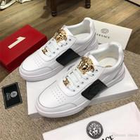chaussures colorées achat en gros de-Casual respirant tissu maille chaussures de marque AA top qualité marque femmes Designer Lady goujons colorés appartements épais bas Sneakers