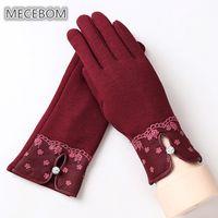 fingertasten großhandel-2018 Herbst Winter Handschuhe Frauen Touchscreen Full Finger Fäustlinge Spitze Taste Hohl Elegante Warme Cashmere Handschuhe Weibliche k-016
