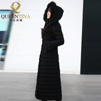 черный мех с капюшоном длинный parka оптовых-Женщины зима вниз пальто с капюшоном 2017 новый роскошный реальный Енот меховая шапка вниз JacketCoat девушки X-длинная куртка Куртка черный размер S-XXXL