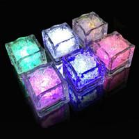 funkelnde eiswürfel großhandel-LED Eiswürfel Wassersensor Sparkling Luminous Multi Farbe Glowing Drinkable Decor für Event Party Hochzeit 0601795
