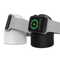 ingrosso bacino bianco di carica della mela-Mini caricatore wireless portatile per iwatch 1 2 3 4 Caricatore per dock station per Apple Watch Series con vendita al dettaglio Pacakge White Black
