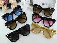 Meilleur Vente Pas Cher lunettes de soleil de tourisme En Plein Air Pour  Les Femmes Cat Eye Style Cool Lunettes De Soleil Féminines Avec La  Meilleure Boîte ... bdd0338a7ee8