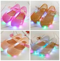 zapatos de diseño mariposa al por mayor-Niñas LED Luz Sandalias Niños Arco Led Luces Zapatos Toddler Jelly Shoes Baby Butterfly Summer Beach Zuecos de Moda Infantil 4 Diseños LDH06