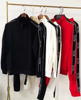 trajes de pelota de los hombres al por mayor-La manga larga chaqueta de la manera ocio de los hombres 2018 de lujo del diseño de la medusa Italia dos juegos, deportes bola alta juego de los deportes de ocio al aire libre de dos s