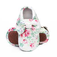 bebek deri ayakkabıları lastik tabanlar toptan satış-Çiçek baskı PU deri büyük yay kauçuk taban bebek moccasins sert taban saçak toddler bebek kız erkek ayakkabı 0-4 yıl için küçük ço ...