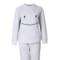 228d886abc Frauen-Winter-weiche warme O-Ansatz-lange Ärmel-Lächeln-Plüsch-Pyjamas-Damen-Stickerei-Oberseiten  und lange Hosen-zweiteilige gesetzte Nachtwäsche Ho