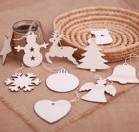 weihnachten hölzern hängen großhandel-Weihnachtsbaum hängende Holz Ornamente Party Weihnachtsschmuck für Home Holz Anhänger Geschenke Baum DTY Dekoration