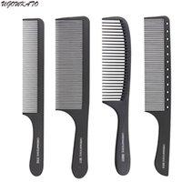 outils de coupe de cheveux professionnels achat en gros de-Peigne à cheveux professionnel tête plate en carbone dur Peigne à coupe antistatique pour salon style outil de coupe de coupe Style complet