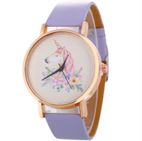 runde zifferblätter groihandel-Neue Retro Quarzuhr Einhorn gedruckt einfache Metall Zifferblatt Damenuhr Gold Shell Lady Watch exquisite kompakte runde Uhr