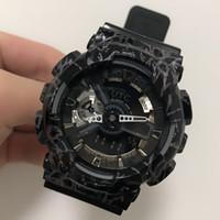 pin de verano al por mayor-2018-pop reloj deportivo de verano para hombres LED impermeable escalada digital vibración de los hombres 110 ver todos los punteros funcionan caja original