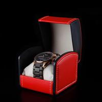 dişli saatler toptan satış-Deri Bilek İzle Kutusu Erkek Saatleri Hediye Paketleme Kutuları İplik Dikiş Siyah Curvy Üst Kadife Yastık ile Zarif İzle Ambalaj Kutuları